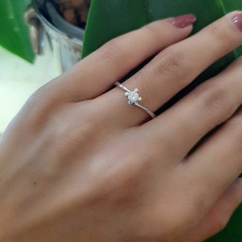 Anel solitário ouro branco diamante 0.150ct