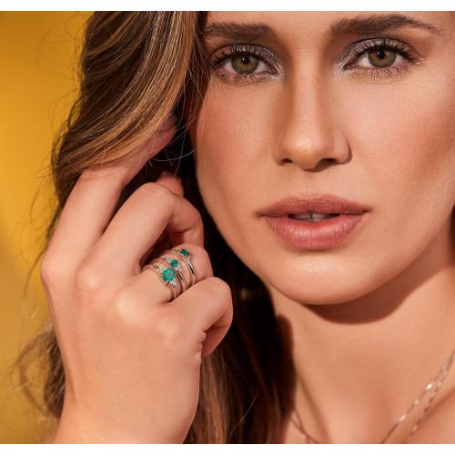 Anel de ouro branco com esmeralda oval