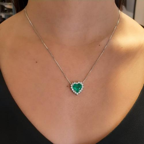 Gargantilha de ouro 18k branco coração esmeralda brilhantes