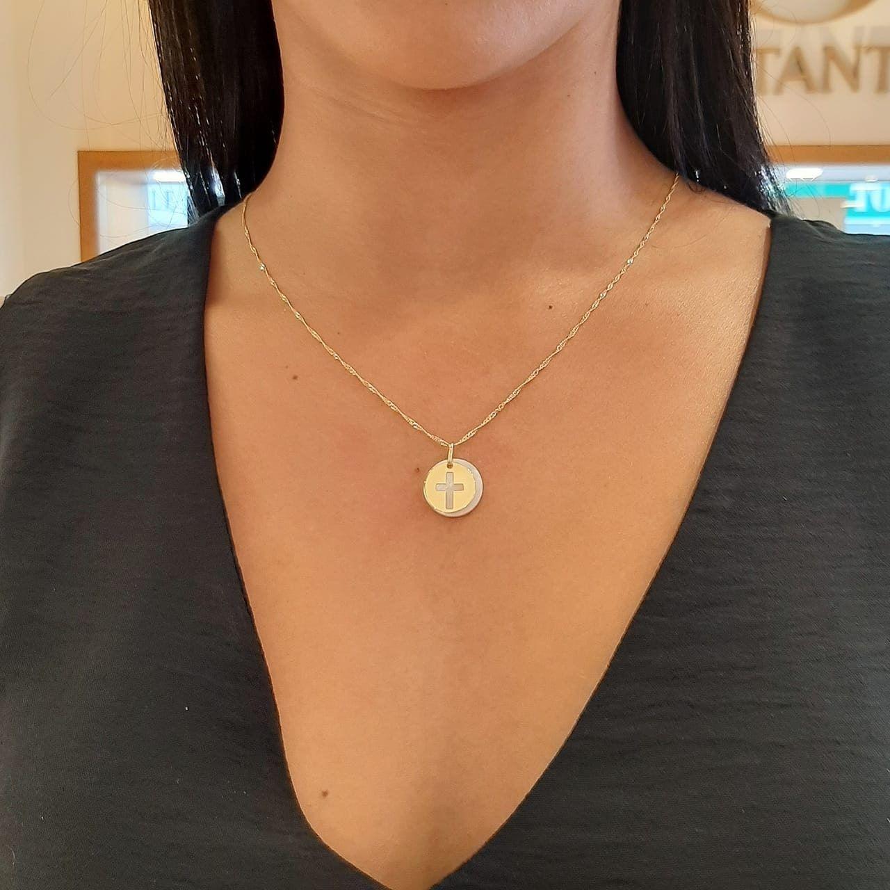 Pingente de ouro 18k madre pérola cruz